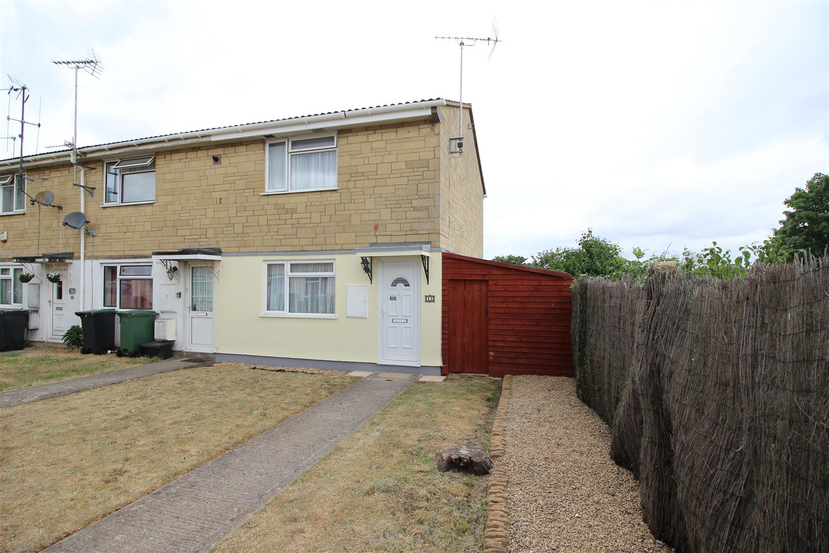 2 Bedrooms End Of Terrace House for sale in Culverwell Road, Chippenham